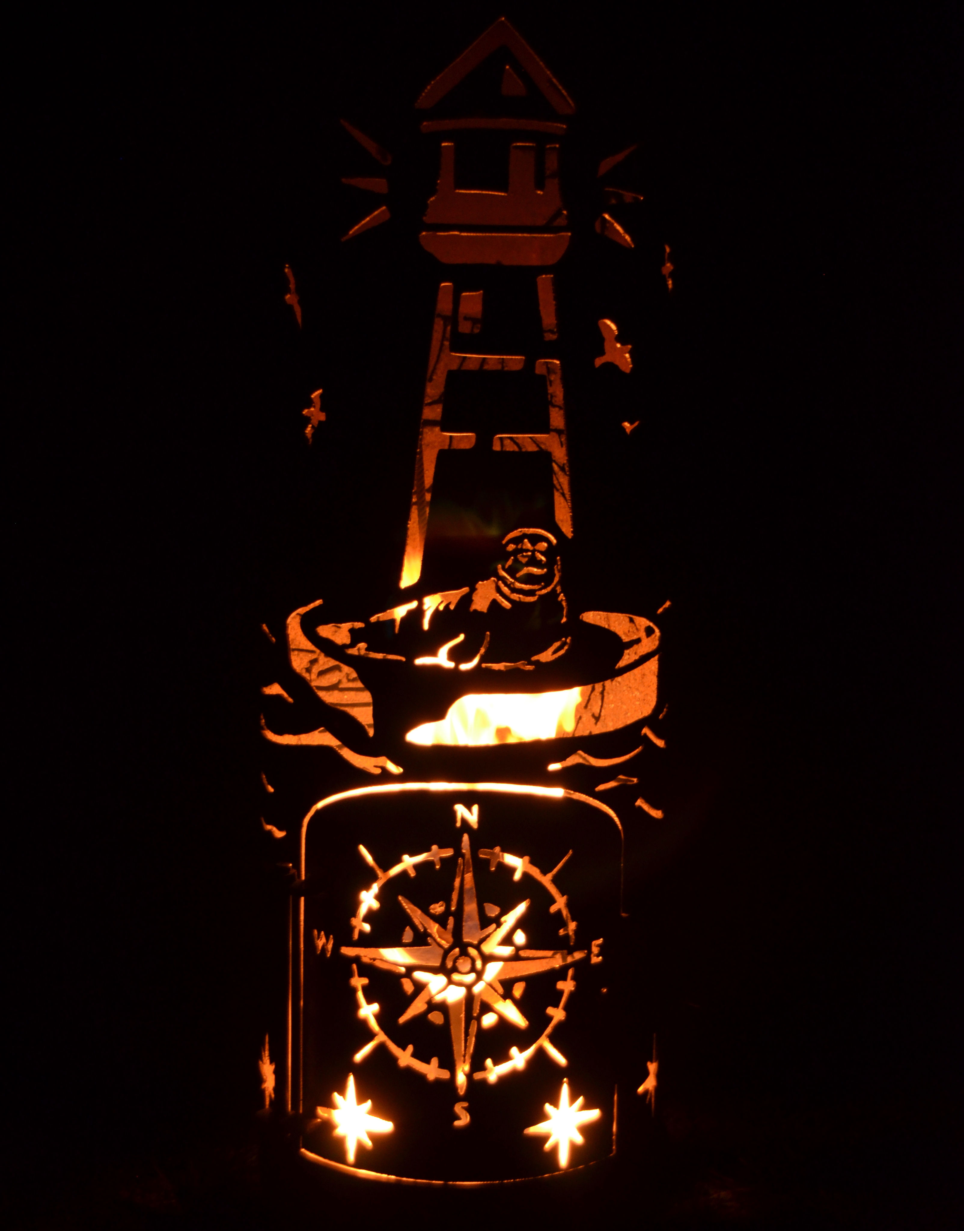 holz feuerstelle leuchtturm mit schiff. Black Bedroom Furniture Sets. Home Design Ideas